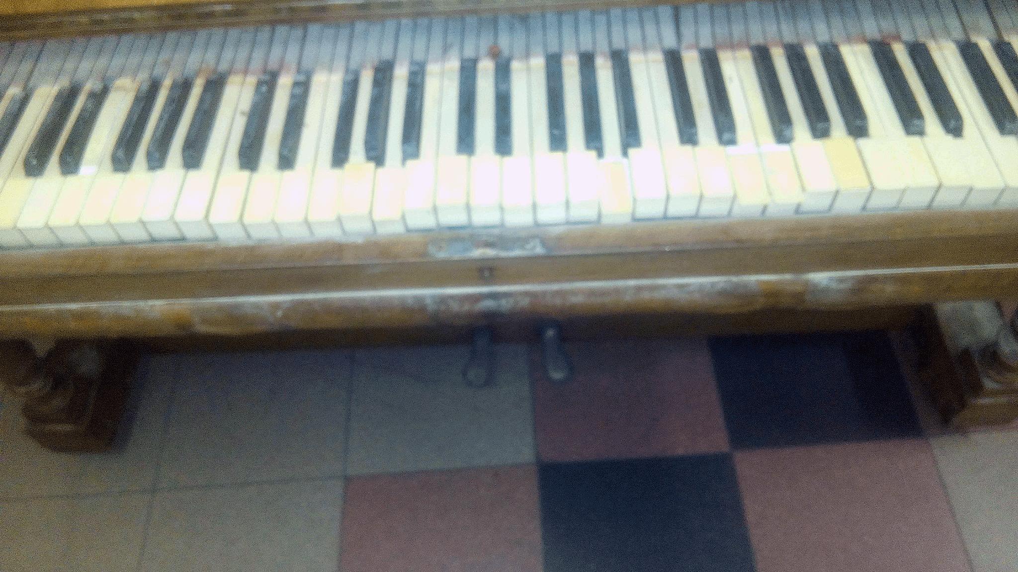 Pianoforte Alluvionato Prima del restauro